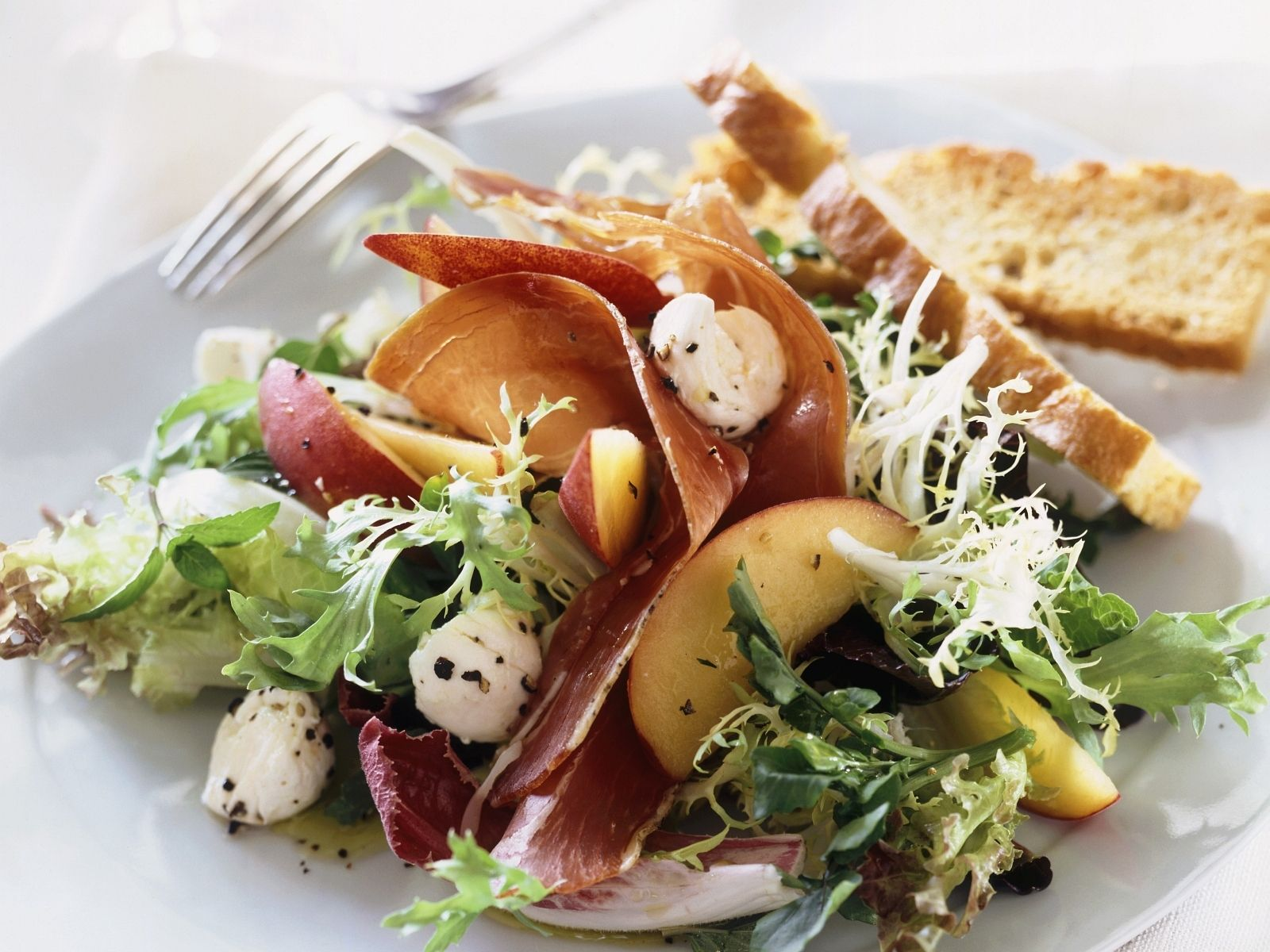 Salad With Buffalo Mozzarella Prosciutto And Nectarines Recipe Eat Smarter Usa