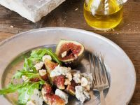 Salad with Figs, Blue Cheese, Hazelnuts and Arugula recipe