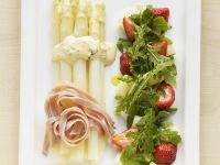 Asparagus Salad with Arugula and Strawberries recipe