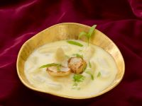 Asparagus Soup with Scallops recipe