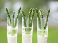 Green Asparagus with Tarragon and Lemon Sauce recipe