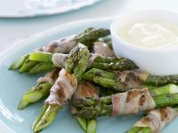 Bacon Wrapped Asparagus with Yogurt Dip recipe