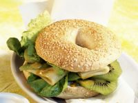 Bagel with Appenzeller Cheese and Kiwi recipe