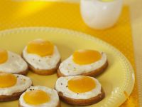 Baked Eggs on Potato Slices recipe