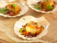 Baked Scallops with Ham and Wine recipe