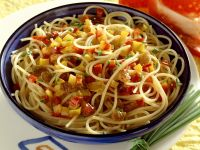 Bell Peppers with Spaghetti and Raisins recipe