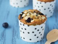 Berry and Oatmeal Cakes recipe