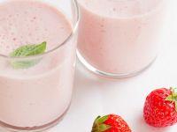 Berry Breakfast Drinks with Mint recipe