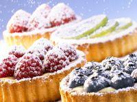Berry Cakes with Vanilla Cream recipe
