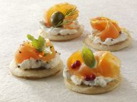 Blinis with Sour Cream and Smoked Salmon recipe