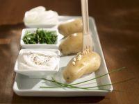 Boiled New Potatoes with Oniony Quark Dip recipe