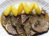 Braised Rib-eye Steak with Mashed Potatoes and Apples recipe