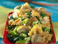 Butterfly Pasta with Mushrooms, Spinach and Scallions recipe