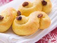 Buttery Brioche Rolls with Raisins recipe