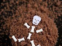 Cakes with Skeleton Man in Soil recipe