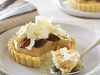 Caramel Tartlets with Nuts recipe