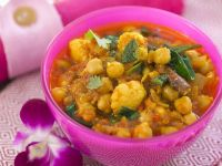 Cauliflower Curry with Chickpeas recipe