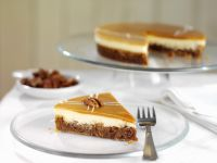 Cheesecake With Pecans and Caramel
