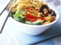 Chinese Egg Noodles with Vegetables recipe