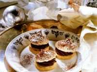 Cookies with Chocolate Cream and Meringue recipe
