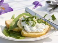 Cornbread with Creamy Onion Spread and Wild Garlic recipe