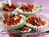 Cream Cheese Tartlets with Berries recipe