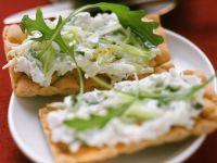 Crispbread with Arugula and Quark recipe