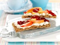 Crispbread with Quark and Apple recipe