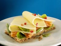 Crispbread with Salmon and Cheese recipe