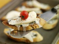 Crostini with Blue Cheese, Pears and Tomatoes recipe