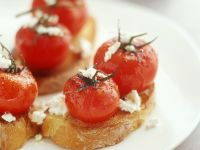 Crostini with Cherry Tomatoes and Goat Cheese recipe