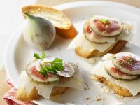 Crostini with Figs and Pecorino recipe