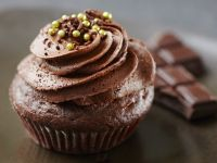 Cupcakes with Chocolate Buttercream Swirls recipe