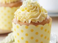 Cupcakes with Elderflower Frosting recipe