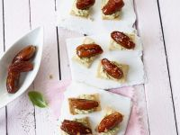 Dates with Tapenade Cream and Crackers recipe