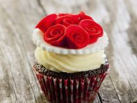 Decorated Red Flower Cakes recipe