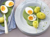 Eggs with Spinach Sauce recipe