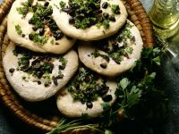 Flatbread Pizza with Olives, Onion and Parsley recipe