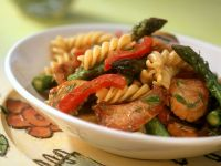 Fusilli with Chicken, Green Asparagus and Peppers recipe