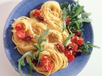 Garlic Spaghetti with Tomatoes and Olives recipe