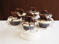 Glazed Chocolate Cupcakes with Crumb Topping recipe