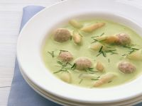 Green Asparagus Soup with Meatballs recipe