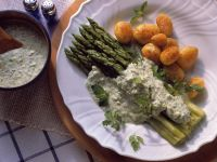 Green Asparagus with Herb Sauce and Potatoes recipe