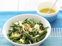 Green Bean Salad with Onion, Peanuts and Cheese