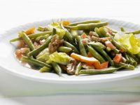 Green Beans Salad with Tomatoes and Walnuts recipe