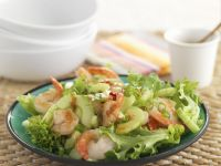 Green Leef Lettuce with Prawns and Cucumber recipe