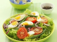 Green Salad with Beans, Egg, Tomato and Onion recipe