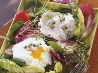 Green Salad with Poached Eggs recipe