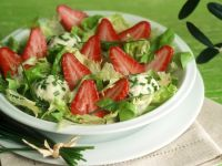 Green Salad with Strawberries and Cheese recipe