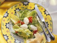 Green Salad with Tomatoes and Poached Egg recipe